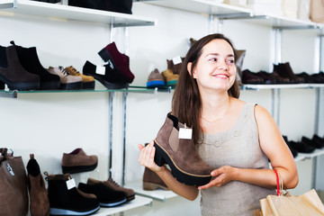 Brunette buying winter shoes