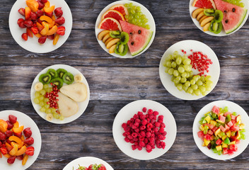 Cadres-photo bureau Nourriture Fruit diet. Fruits on a plate on a wooden background. Healthy food