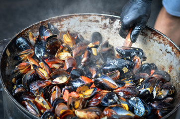 In de dag Schaaldieren Seafood mussels cooked outdoors. Toned image.
