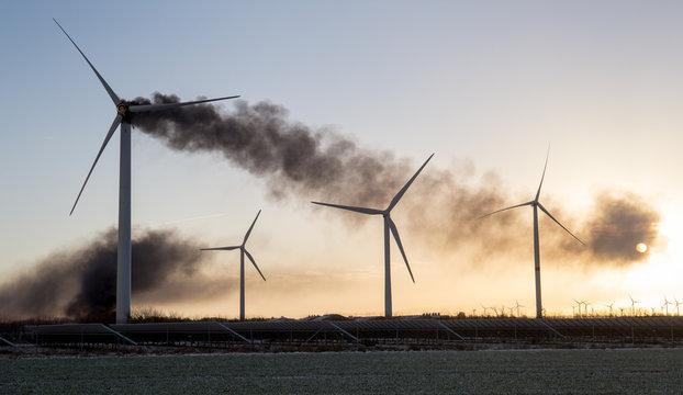 Windkraftanlage brennt, in Flammen