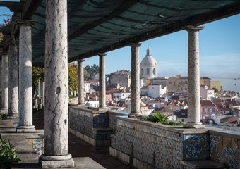Lissabon miradouro de santa luzia, blick auf die alfama