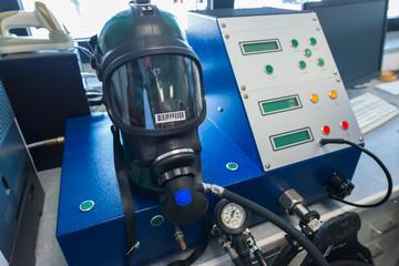 Sicherheitsüberprüfung einer Atemschutzmaske der Werksfeuerwehr