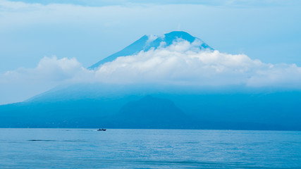 Navegando en el Lago de Atitlán
