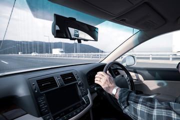 高齢男性の運転