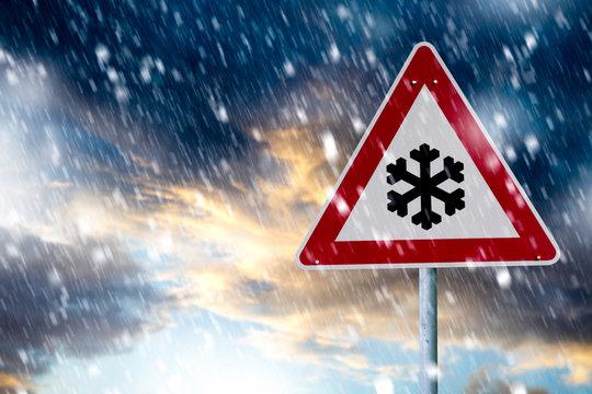 Unwetterwarnung. Starker Schneefall