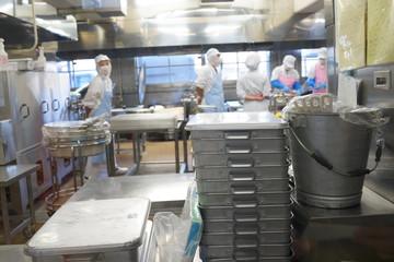 学校 給食室 調理室 ステンレス 小学校 料理