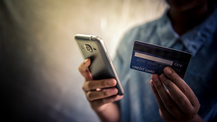 Use credit cards and mobile phones to buy - images
