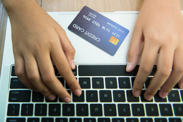 Use credit cards To buy products online - images