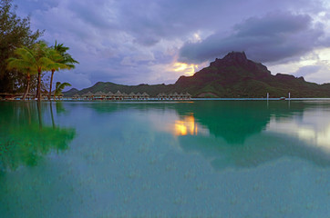 Autocollant pour porte Parc Naturel View of the Mont Otemanu mountain reflecting in water at sunset in Bora Bora, French Polynesia, South Pacific