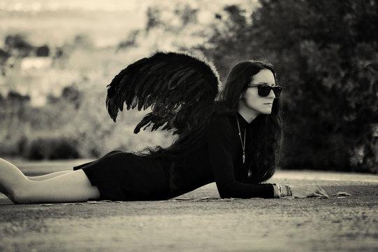 Mujer de alas negras