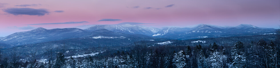 Sunrise panorama of Mt. Mansfield in the winter, Stowe, Vermont, USA Fototapete