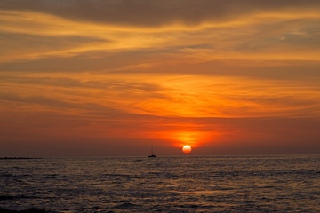 ハワイ島/日没とヨット