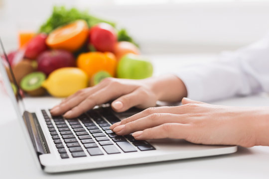 dietitian typing treatment to patient via internet