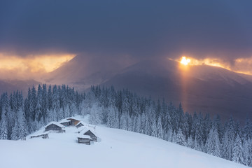 Photo sur Plexiglas Winter, active holidays in the Carpathian Mountains with picturesque huts and plenty of snow.