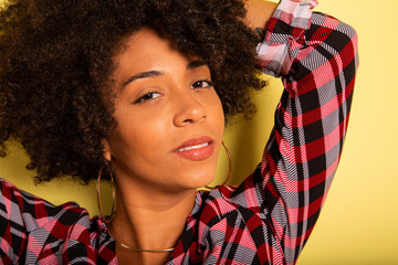 Young african woman isolated on yellow wall studio teen style shouting close-up - Imagem