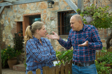 Spouses quarreling in backyard