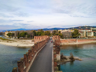 Veduta panoramica del fiume Adige che bagna Verona dalla torre di Castelvecchio