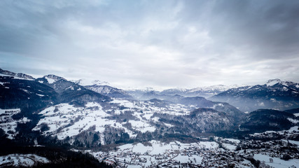 Panorama sur les alpes enneigées, vue depuis Onnion 74