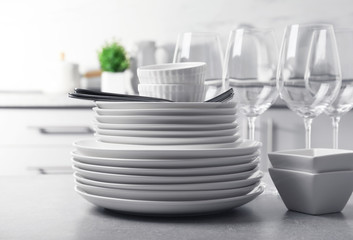 Fototapeta Set of clean dishes and cutlery on table in kitchen obraz