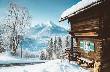 Fototapete - Wooden mountain hut in the Alps in winter