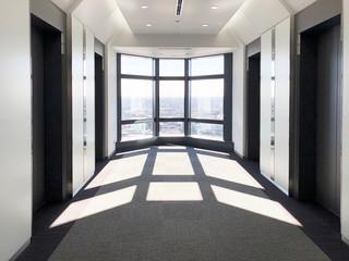 逆光の窓 タワー回廊