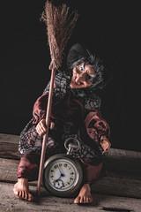 Befana con orologio - still life