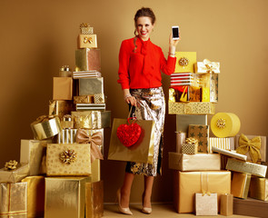 fashion-monger with shopping bag and red heart showing cellphone