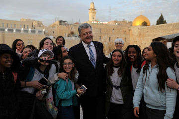 Ukrainian President Poroshenko poses for a photograph with a group of girls in Jerusalem's Old City