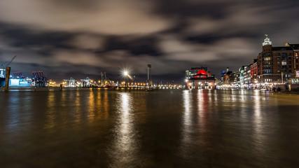 Hochwasser an der Fischauktionshalle in Hamburg