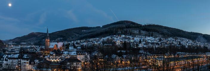 Lennestadt Altenhundem Panorama abends mit Vollmond Fototapete