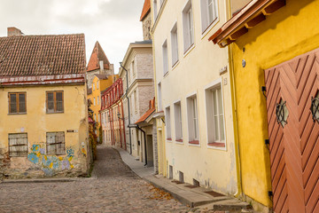 Europe, Eastern Europe, Baltic States, Estonia, Tallinn. Cobblestone street in the old city.