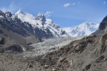 パキスタンのパスーの絶景 名峰シスパーレとパスー氷河