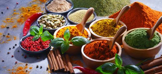 Fotorolgordijn Kruiden Variety of spices on kitchen table
