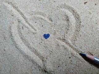 Corazón sobre la arena