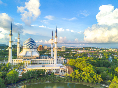 Aerial view of Masjid Sultan Salahuddin Abd Aziz Shah during sunset.