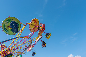 Foto auf Acrylglas Vergnugungspark Amusement park. Carousel on the background of the blue sky
