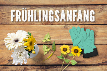"""Grußkarte - Blumen auf Holz mit Aufschrift """"Frühlingsanfang"""""""