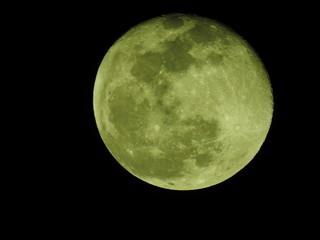 2019年1月22日。満月、スーパームーン翌日の月。月齢16.4。上部が立体的に見える