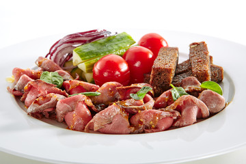 Thin Slices of Spicy Roast Beef with Fresh Vegetables