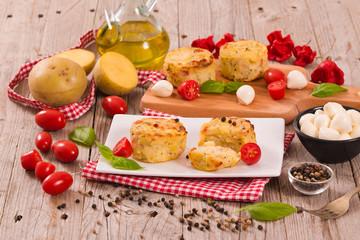 Potato gratins with mozzarella and tomatoes.