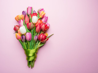 Foto op Plexiglas Tulp Colorful bouquet of tulips on white background.
