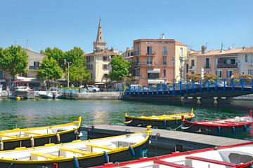 Fond de hotte en verre imprimé Port Port and colored small boats at Martigues in France, a commune northwest of Marseille