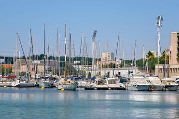 Fond de hotte en verre imprimé Port Port of Martigues in France, a commune northwest of Marseille. It is part of the Bouches-du-Rhône department in the Provence-Alpes-Côte d'Azur region on the eastern end of the Canal de Caronte