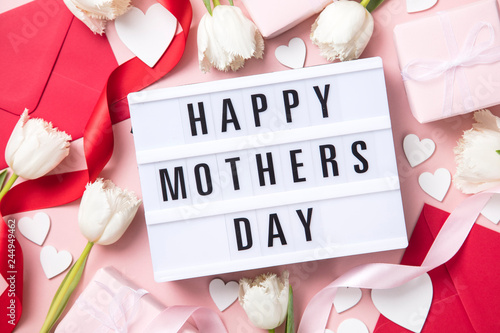 Mother's Day lightbox message with white flowers and hearts