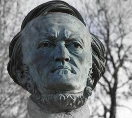 Aluminium Prints Historic monument Statue des Komponisten Richard Wagner im Festspielpark von Bayreuth