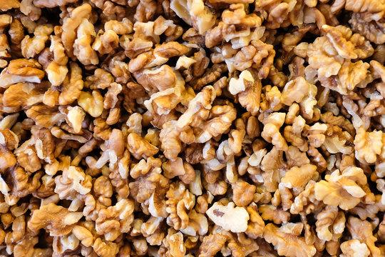 walnuts on spice market closeup. peeled walnuts pattern. vegetarian. фон из очищенных грецких орехов. орехи на прилавке на рынке, крупный план.