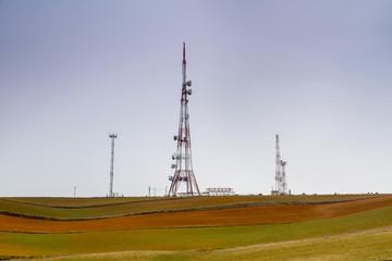 Torres metálicas repetidor señal televisión. Telecomunicaciones.