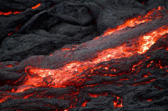 Fließendes Lava im Volcano National Park auf Big Island, Hawaii