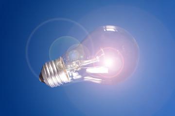 Idee: Hell leuchtende Glühbirne