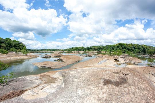 Essequibo Fluss in der Trockenzeit in Guyana Südamerika, Teil des Amazonas Gebietes